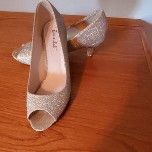 Gold peep-toe pumps